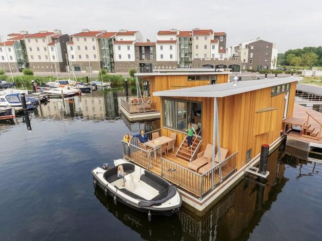 Bijzondere Overnachting Origineel Overnachten Slapen op het water in een woonboot van Center Parcs De Eemhof20