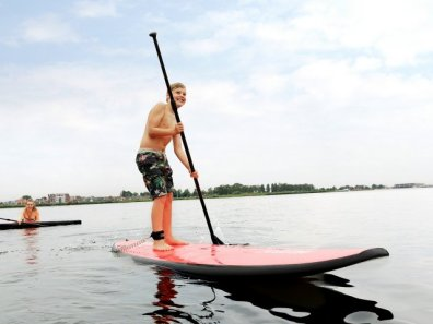 Bijzondere Overnachting Origineel Overnachten Slapen op het water in een woonboot van Center Parcs De Eemhof7