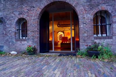 Bijzondere Overnachting Origineel Overnachten Kunstzinnig appartement in Utrechtse werfkelder1