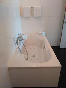 Bijzondere Overnachting Origineel Overnachten Luxe hotelkamer met bubbelbad nabij Den Haag5
