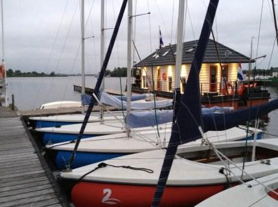Bijzondere Overnachting Origineel Overnachten Slapen op een woonboot op het Sneekermeer5