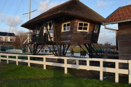 Bijzondere Overnachting Origineel Overnachten Slapen in een voormalige scheepslift in de haven van Warmerhuizen14