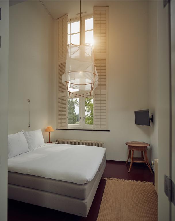 Bijzondere Overnachten Origineel Overnachten Slapen in voormalig scheepshoofdkantoor Lloyd Hotel Amsterdam15