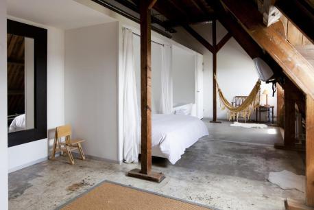 Bijzondere Overnachten Origineel Overnachten Slapen in voormalig scheepshoofdkantoor Lloyd Hotel Amsterdam17