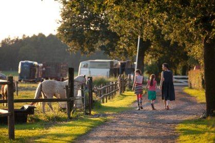 Bijzondere Overnachting Origineel Overnachten Slapen op een boerderij de Jobinghoeve in Grolloo met knuffelschuur in Drenthe8