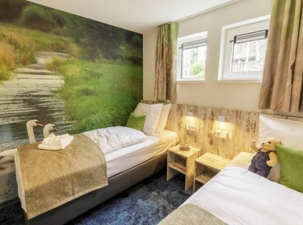 Bijzondere-Overnachting-Origineel-Overnachten-Slapen-op-het-water-in-een-woonboot-van-Center-Parcs-Kempervennen16
