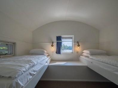 Bijzondere-Overnachting-Origineel-Overnachten-Slapen-op-het-water-in-een-woonboot-van-Center-Parcs-Kempervennen2