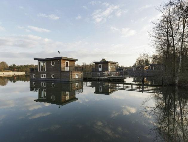 Bijzondere-Overnachting-Origineel-Overnachten-Slapen-op-het-water-in-een-woonboot-van-Center-Parcs-Kempervennen7