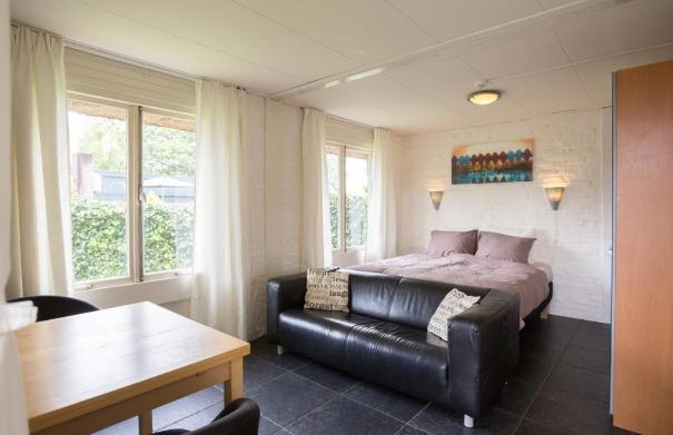 Bijzondere Overnachting Origineel Overnachten Slapen in De Mariahoeve aan het Sneekermeer in Terherne4