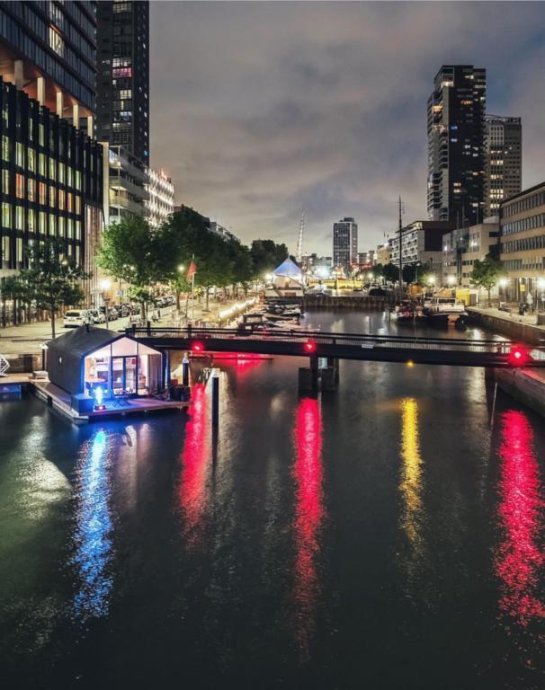 Bijzondere overnachting Origineel Overnachten Slapen op het water in Rotterdam Wikkelboat 1
