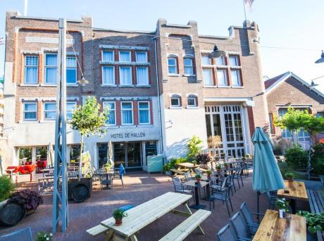 Voormalig tramremise Hotel De Hallen Amsterdam