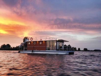 Slapen op een woonboot in Warns Friesland 4