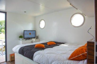 Slapen op een woonboot in Warns Friesland 6