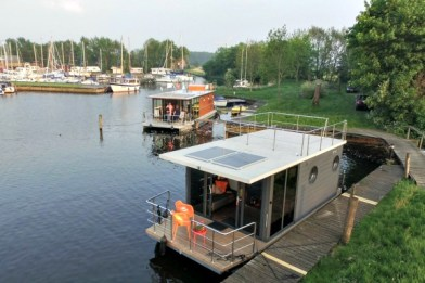 Slapen-op-een-woonboot-in-Warns-Friesland-8