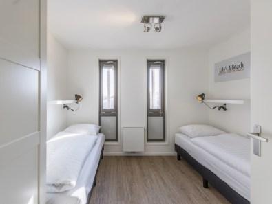 Slapen op het strand in een strandhuisje Landal Beach Villa Hoek van Holland 6