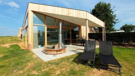 Luxe natuurhuis met hottub en jacuzzi Sint Geertruid Limburg