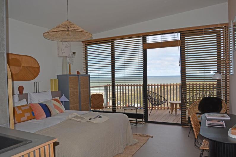 Strandhotel Zoomers Castricum met uitzicht op strand en zee 3