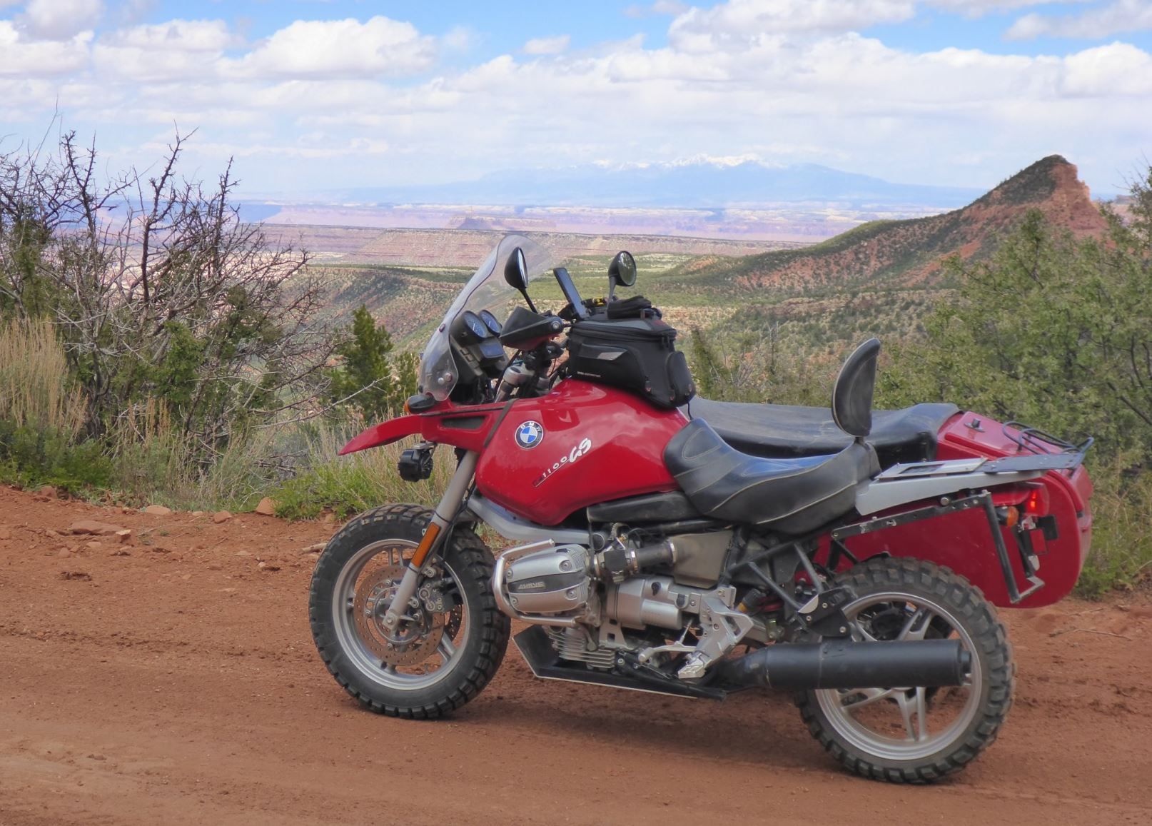 Dirt Hack – 1996 BMW R1100GS with DMC 72D Sidecar – Bike-urious