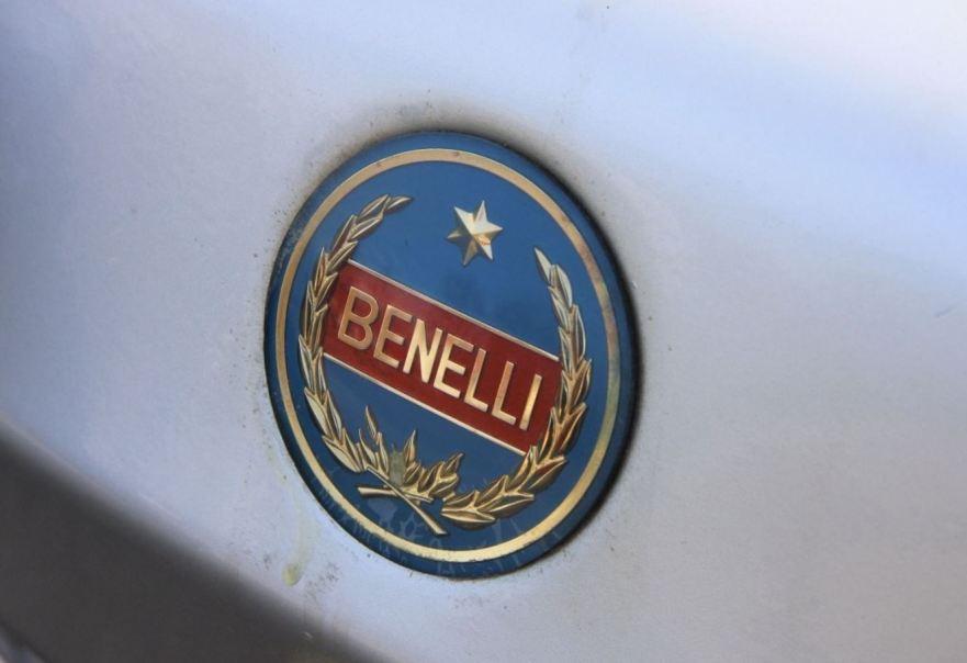 benelli-sport-special-125-tank-emblem