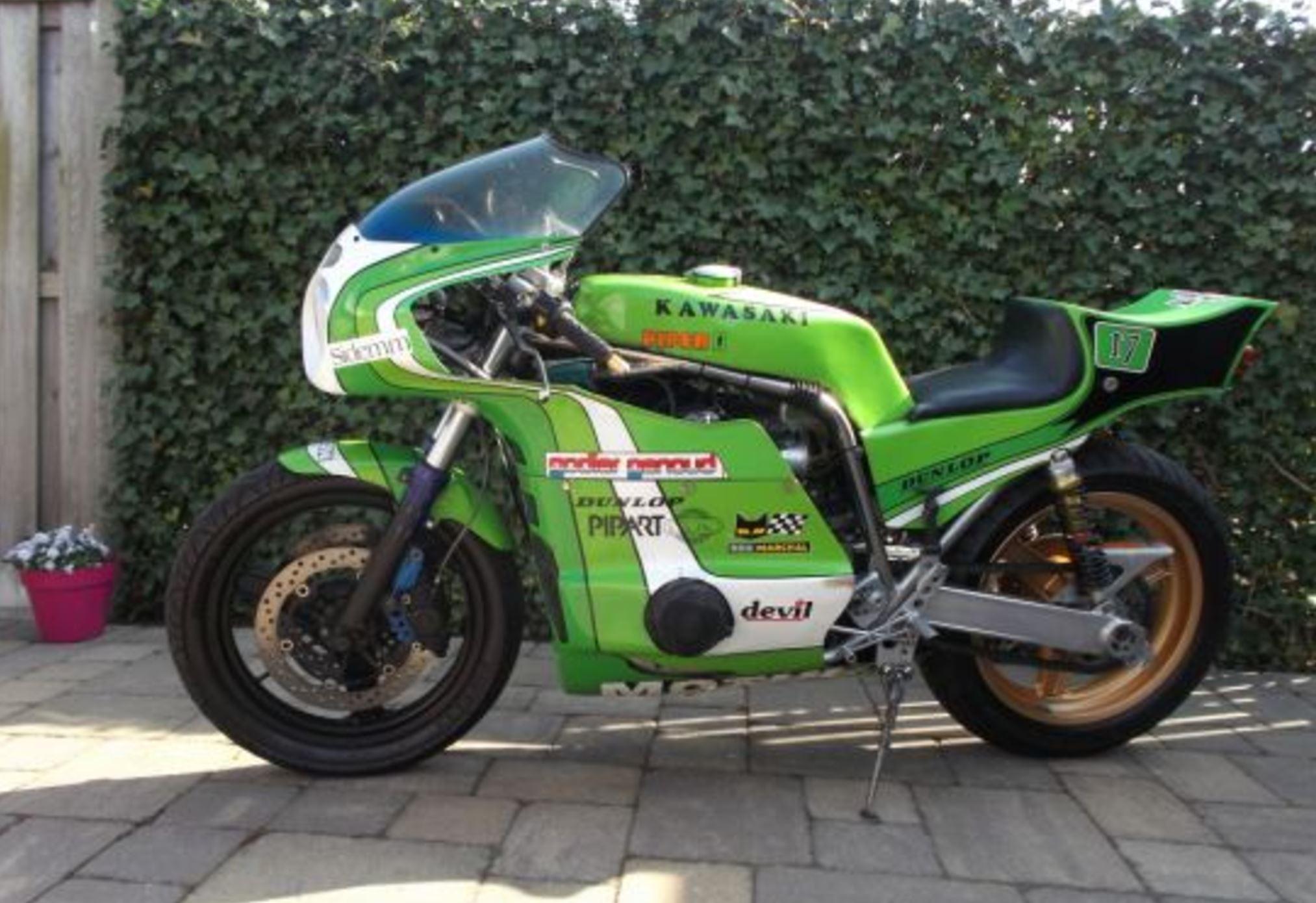 British-Piper-Kawasaki-Endurance-Racer-L