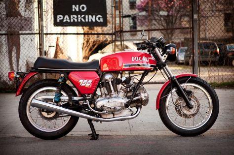 Ducati 750GT - Right Side