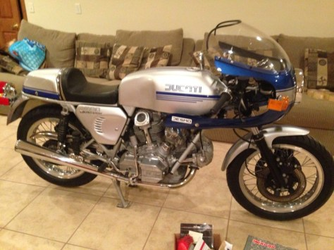 Ducati 900 SuperSport - Right Side