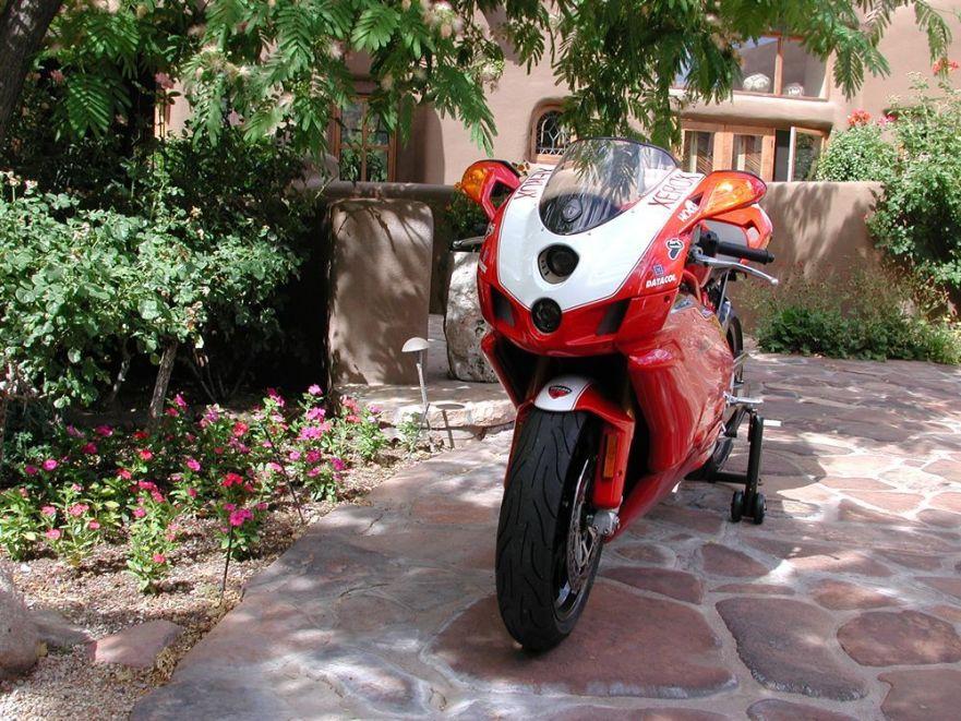 Ducati 999R - Front Right
