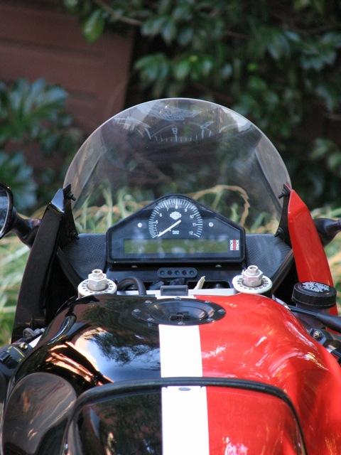 Harley-Davidson VR1000 - Gauges