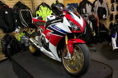 Honda CBR1000RR SP - Front Right