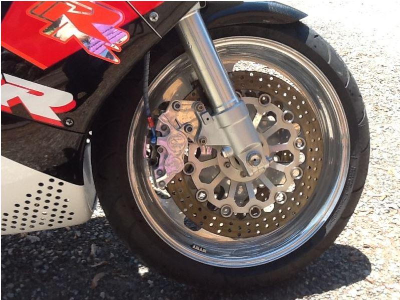 Honda CBR900RR - Front Tire