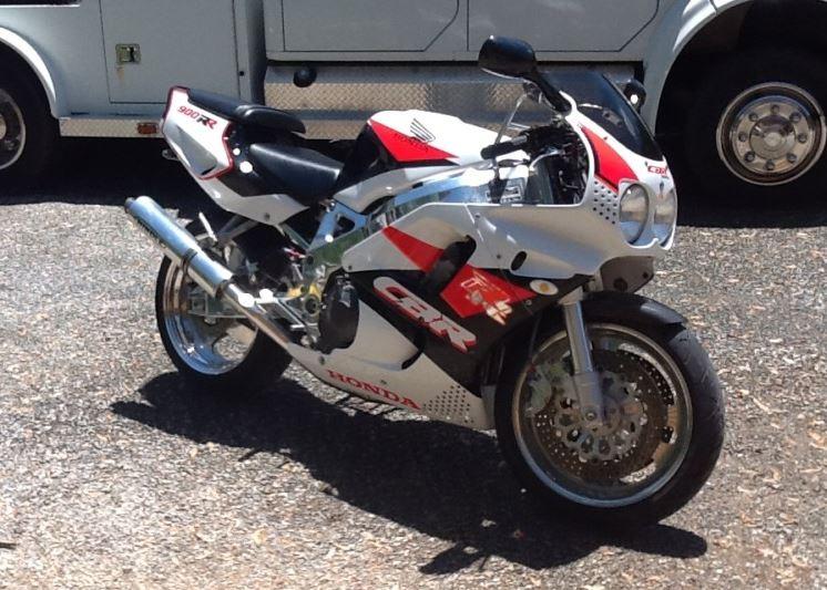 Honda CBR900RR - Right Side