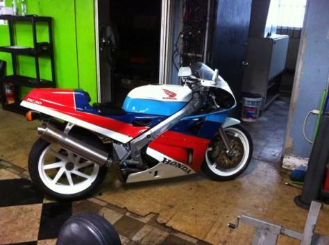 Honda RC30 - Right Side