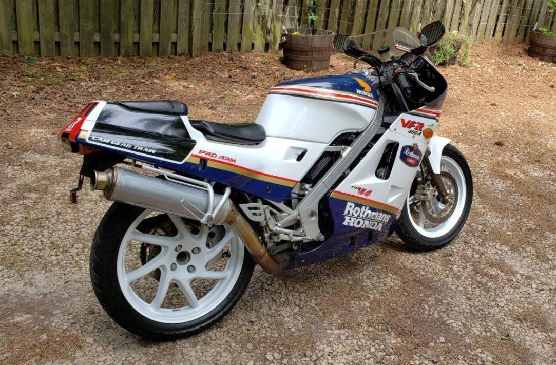 Rothmans Replica – 1988 Honda VFR400R