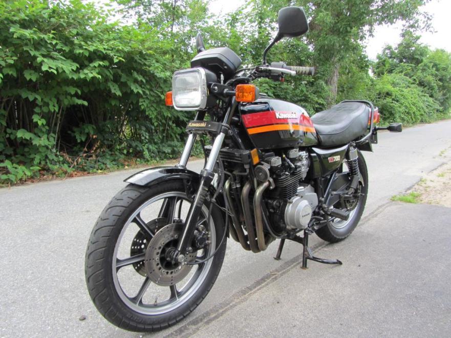 Kawasaki KZ700 - Front