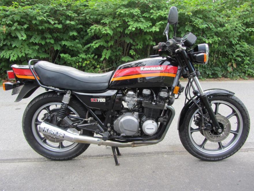 Kawasaki KZ700 - Right Side