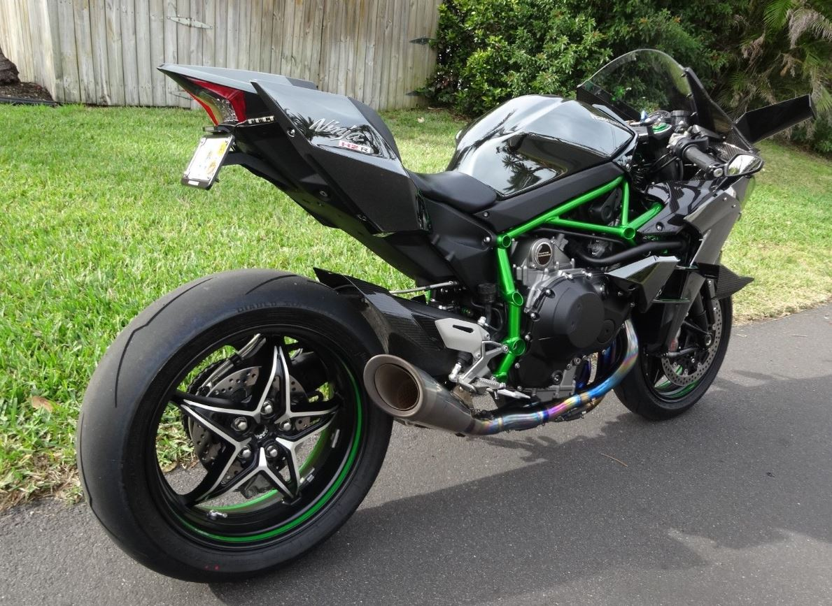 somehow street legal 2015 kawasaki ninja h2r bike urious. Black Bedroom Furniture Sets. Home Design Ideas