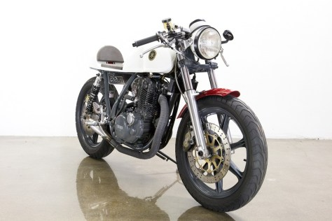 Lossa Engineering Yamaha SR500 Cafe Racer - Front Right