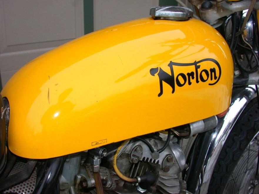 Norton Commando SS - Tank