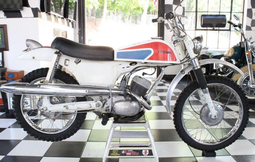 Suzuki B100P Knievel - Right Side