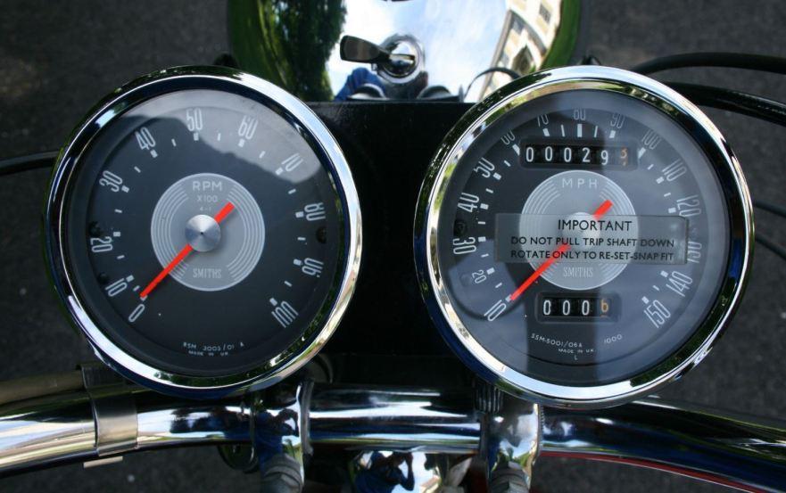 Triumph Bonneville T120R - Gauges
