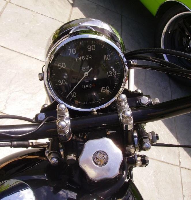 vincent-rapide-black-shadow-tribute-gauges