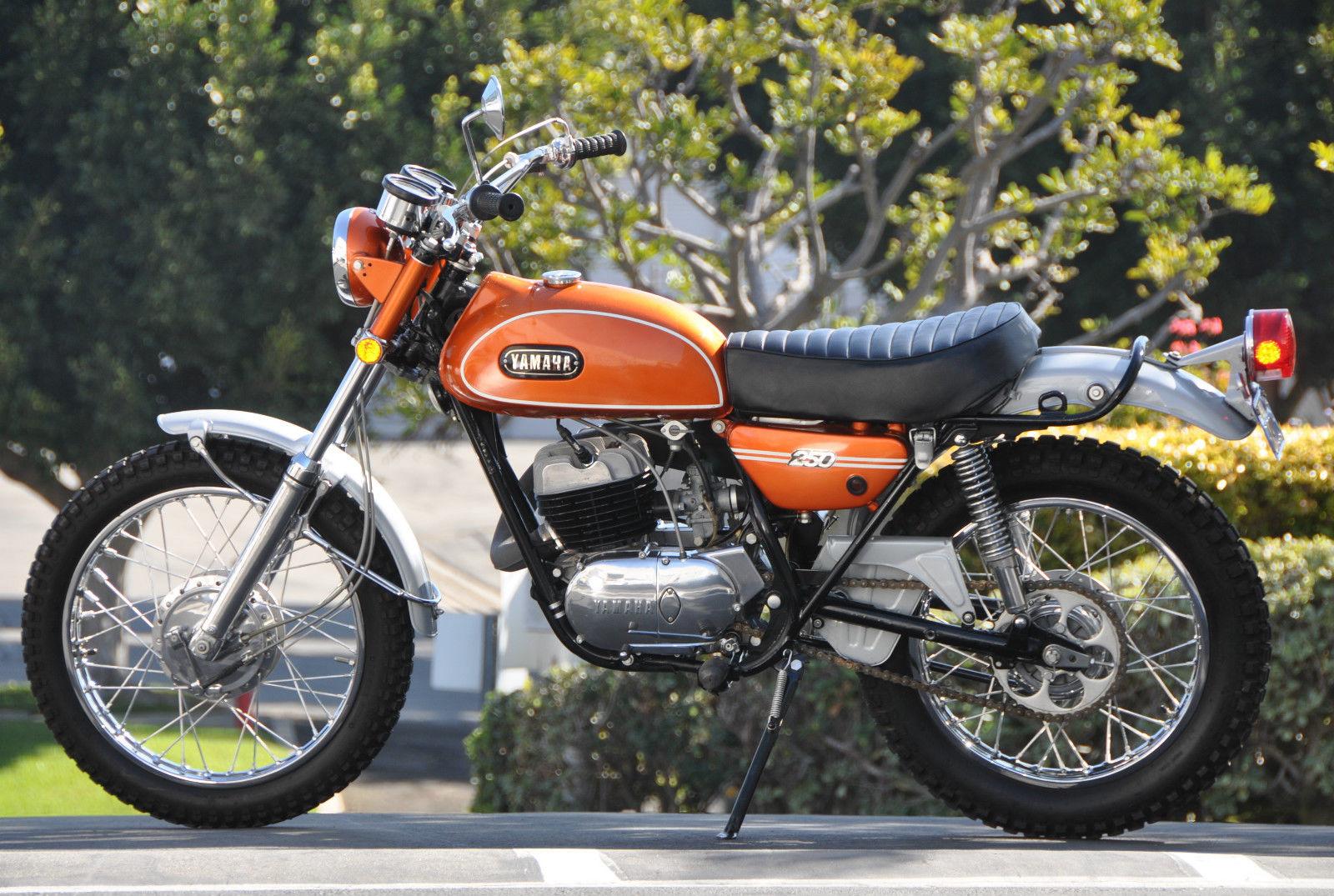 1971 yamaha dt 1 250 bike urious. Black Bedroom Furniture Sets. Home Design Ideas