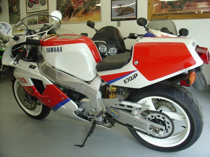 Yamaha FZR750R OWO1 - Rear Left