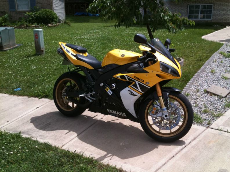 Yamaha R1 LE - Right Side
