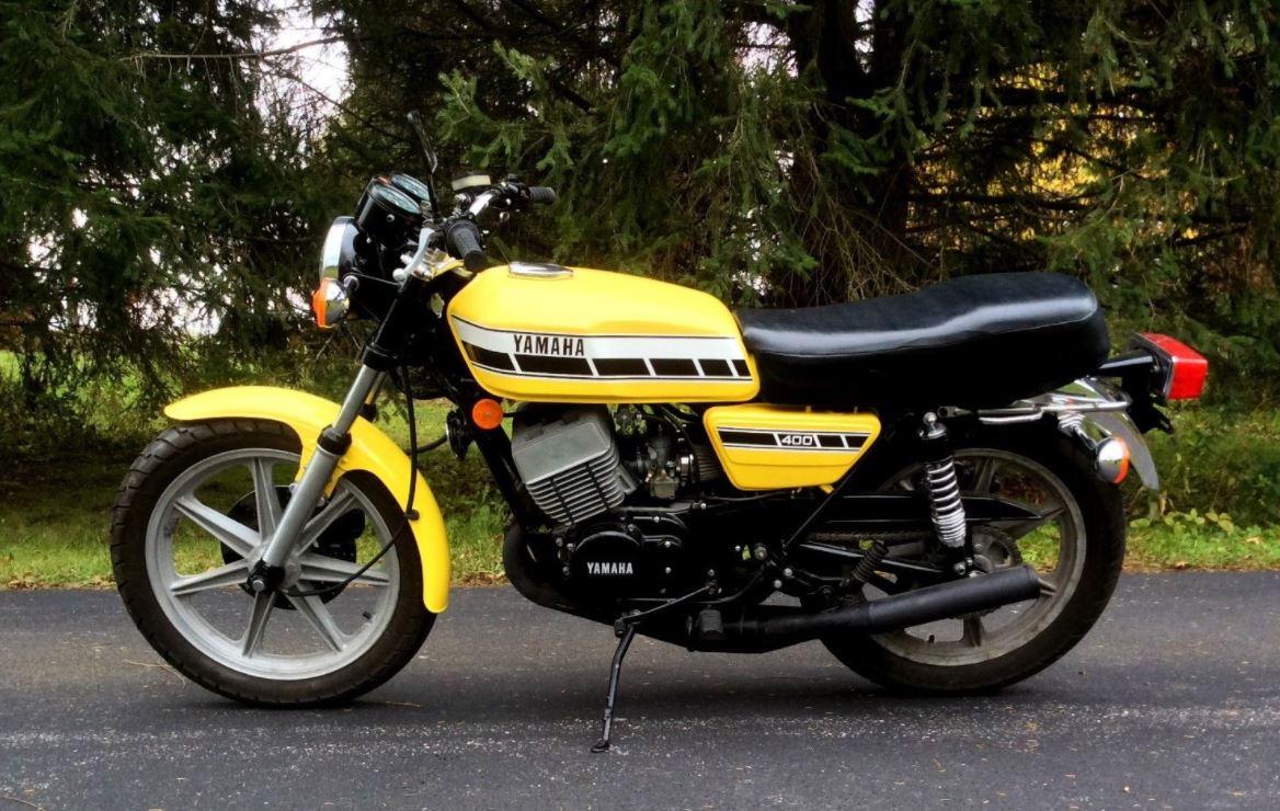 Yellow Speed Blocks – 1976 Yamaha RD400C