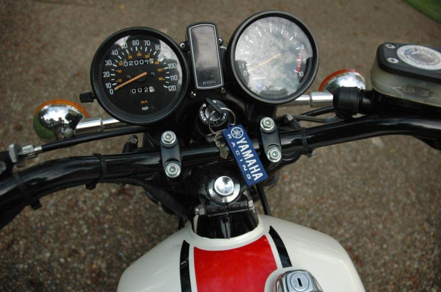 Yamaha RD400F Daytona Special - Gauges