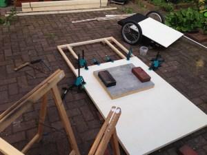 Bodenplatte aus einer Unterkonstruktion aus Rahmenholz und Pappelsperrholzplatten