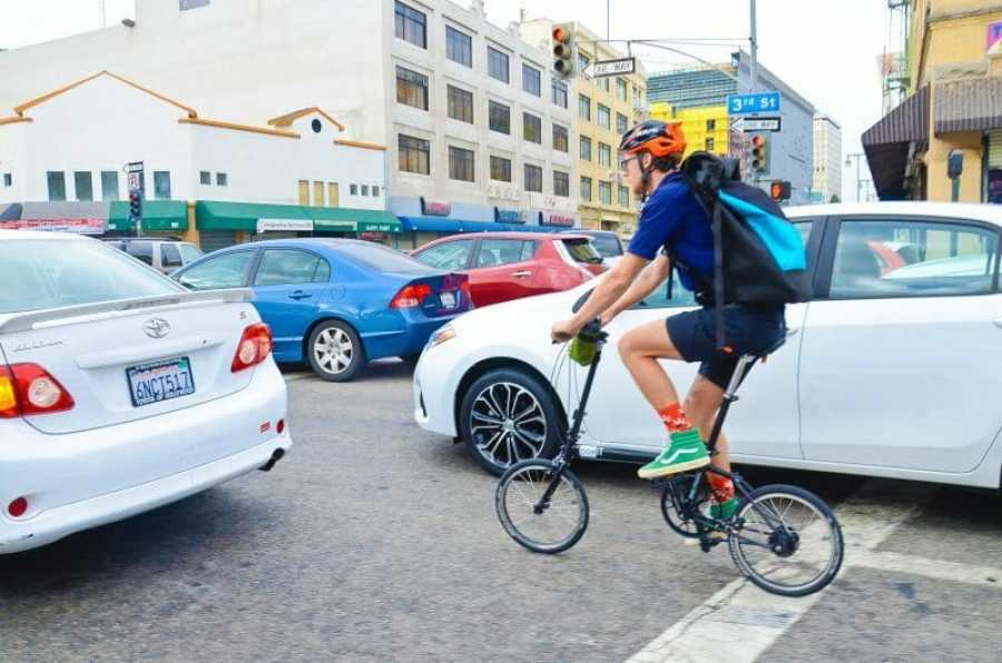 pakiT light weight city bike in traffic