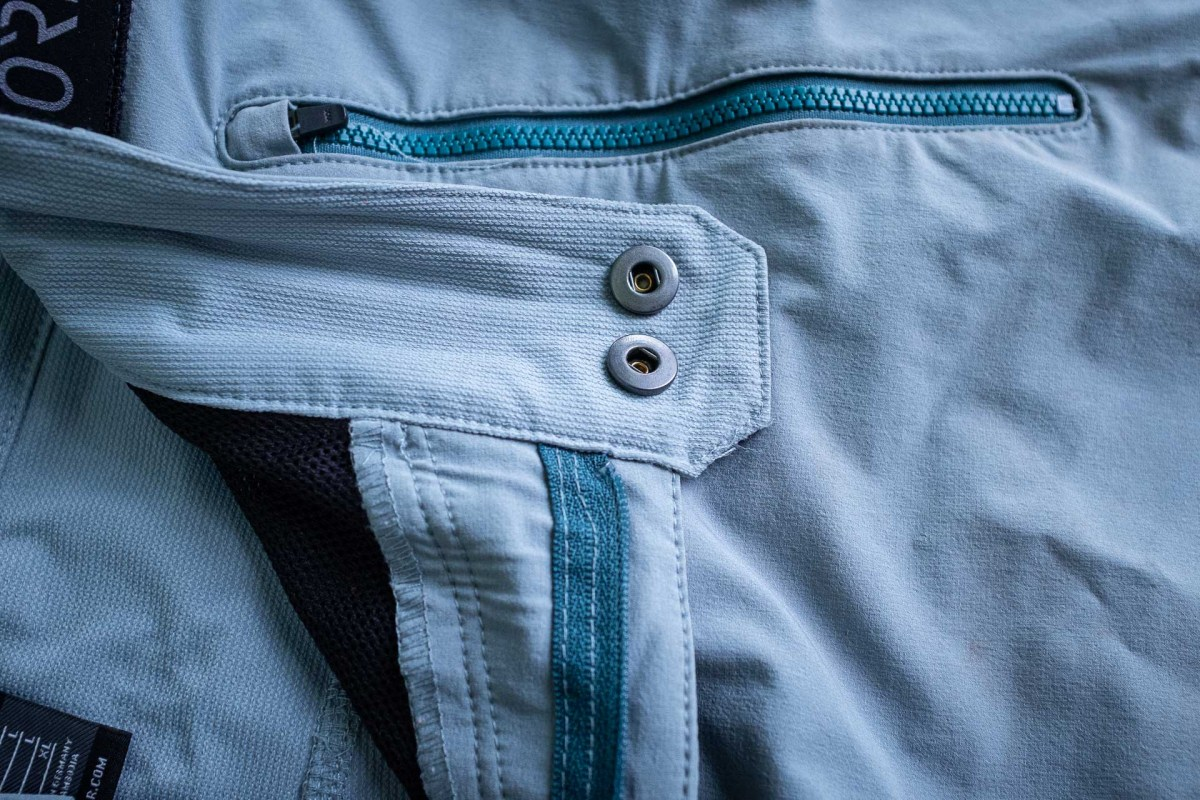 Double button and a zipper fly, these won't come undone and spread the load out for longevity.
