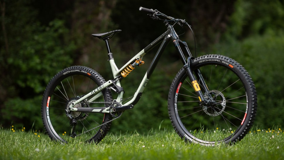 2021 Commencal Meta AM 29 Ohlins Beauty shot